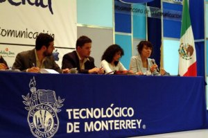 Clausura de mesas de trabajo en la V Bienal Iberoamericana de la Comunicación (México 2005).